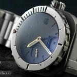 AG DIver Big Crown on Bracelet closeup of polished bezel